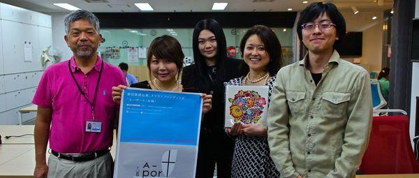 「紅型」食器にクラウドファンディングで続々支援!新垣さん朝日新聞訪問、受賞を報告